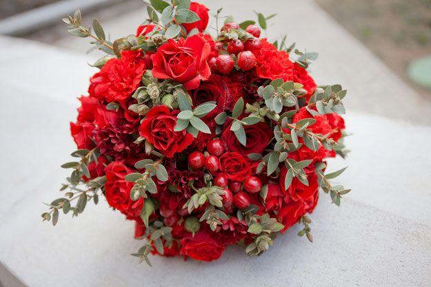 Rood biedermeier bruidsboeket