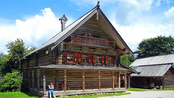 Old Russian log house in Vitoslavitsy open air museum. #Russianhouse, #izba, #ruralhouse, #loghouse, #dwelling, #timberhouse