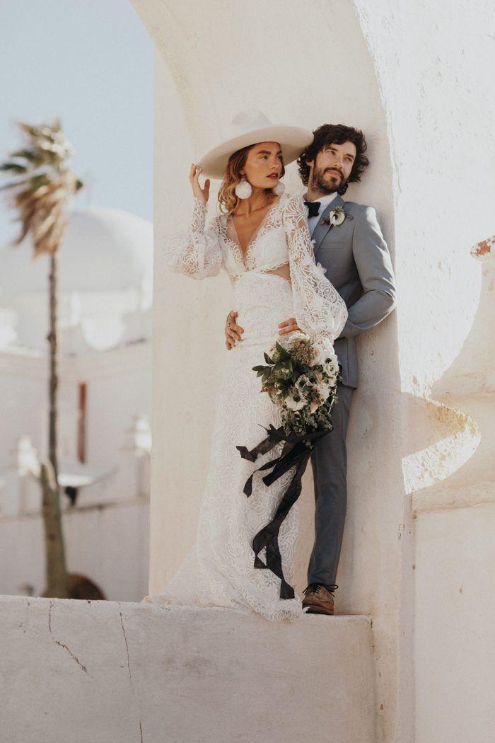 This wedding inspo is a boho glam dream | Image by Jordan Voth Photography  #fall #fallwedding #wedding #weddinginspiration #fashion #boho #bohowedding #bohemianwedding #bohemian #desert #desertwedding #bridalstyle #bride #bridalfashion #groom #groomstyle #groomfashion #bouquet #weddingbouquet #bouquetinspo