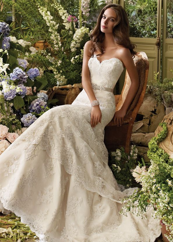 beautiful: Dresses Wedding, Wedding Dressses, Lace Wedding Dresses, Dreamdress, Bridal Gowns, Dreams Dresses, The Dresses, Sweetheart Neckline, Lace Dresses
