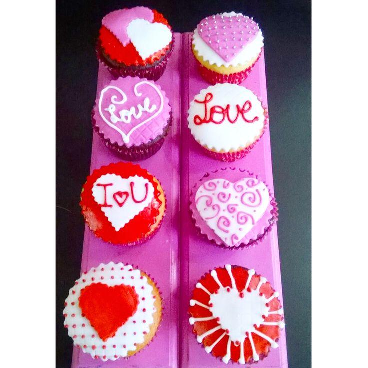 Celebra Valentine's Day con unos cupcakes llenos de amor! - Pídelos al (1) 625 1684 en #Bogotá - #ValentinesDay #DiaDeSanValentin #SoSweet #Cupcakes #CupcakesEnBogota #CupcakeFactory #PastryShop www.SoSweet.com.co