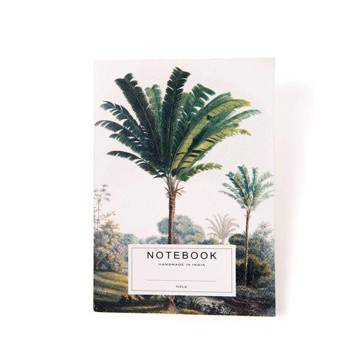 In dit handgemaakte schrift met palmbomen opdruk wil je direct al je dromen, reisverhalen en brainwaves opschrijven. Wordt geleverd in katoenen tasje, dus als je 'm in je tas bij je draagt, blijft het schrift altijd mooi.