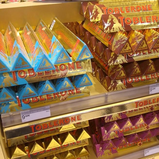 Toblerone #chocolate #sweettooth #sweetcravings #snacktime #chocolatelover #dutyfree #athensairport #shopping #shoppingtherapy #gift #wishlist #toblerone