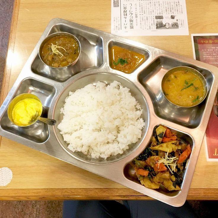 ネパールの代表的な家庭料理「ダルバート」をご存知ですか?野菜が多くてスパイシー、何より「おいしい!」と評判で、ヘルシー志向な女性の間で大きな話題となっているんですよ。聞き馴染みがないという方は、ぜひこの記事で詳細を覚えてください。