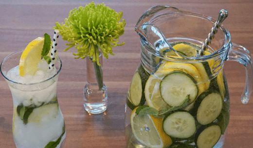 Díky jednoduchému osvěžujícímu nápoji můžete snížit množství nahromaděného tuku, který se vtěle ukládá naněkolika nejčastějších místech. Složení: 8 sklenic vody, 1 lžíce nastrouhaného zázvoru, 1 středně velká čerstvá okurka, 1 středně velký oloupaný a nakrájený citrón. Uvedené ingredience smíchejte svodou. Nechte přes noc odpočinout, aby jednotlivé ingredience uvolnily své aroma, a konzumujte během následujícího dne.