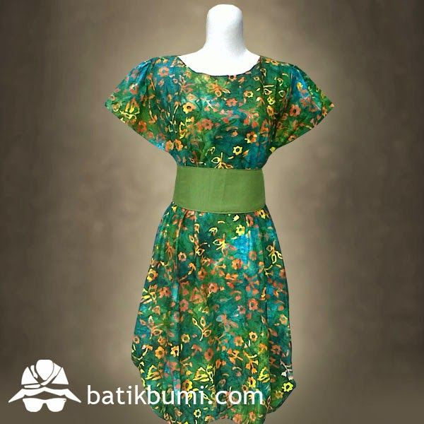 Dress BATIK CAP Smoke Kode: DBCS 004  Dress Batik dengan model kerah melingkar, lengan pendek, kerut di pinggang belakang, sabuk bisa dilepas, rok bagian bawah model balon. Ukuran : Allsize (Panjang 100 cm dan Lebar 53cm) Bahan Batik : Katun. Motif Batik : Bunga-bunga. Warna : Hijau. Berat : 3 ons  Berminat, silahkan sms di  085 72811 9423 atau 02712014901 batik solo PIN BB: 31770048 batik solo Whatsapp : 02712014901