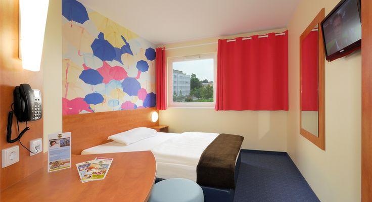 Zimmer mit französischem Bett im B&B Hotel Regensburg