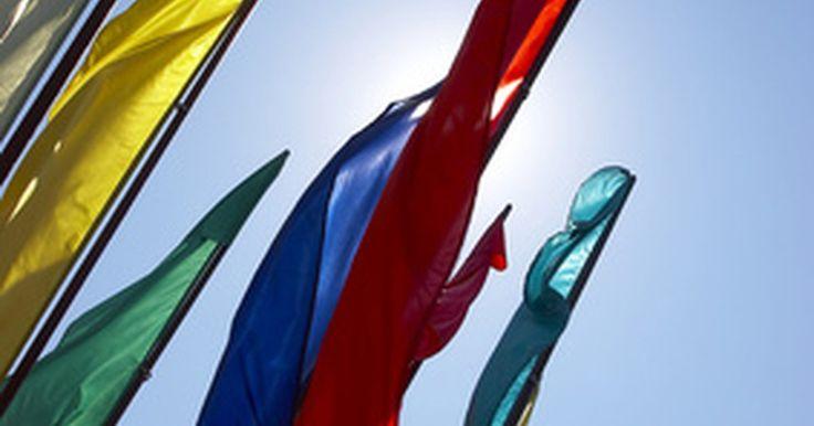Cómo hacer banderas de danza. Las banderas de baile se están haciendo cada vez más populares en los círculos espirituales. Como diferentes iglesias redescubrieron la danza como una forma de adoración, las banderas de danza dan a los miembros de la iglesia la oportunidad de agitar una bandera, ya sea espontáneamente o como parte de una presentación de baile. Las banderas de ...