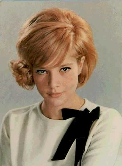 Sylvie Vartan. That bow is perfection.