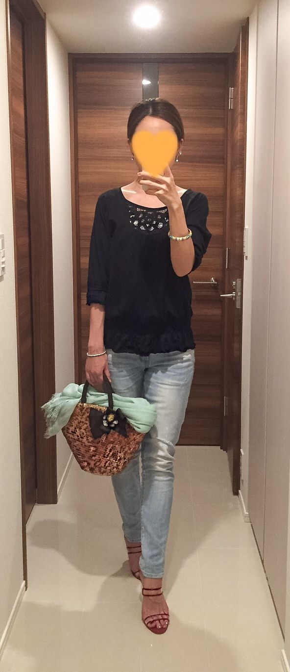 Black top: Barneys New York, Denim: Red Card, Green scarf: ANAYI, Bag: No Brand, Red sandals: Manolo Blahnik