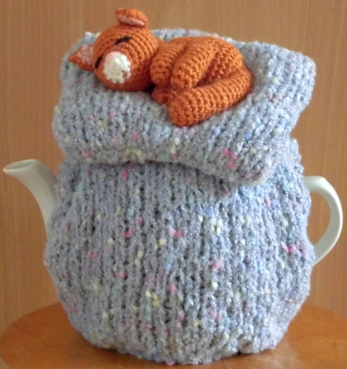 Teacosy Dreaming. Handmade by Theemutsfeest