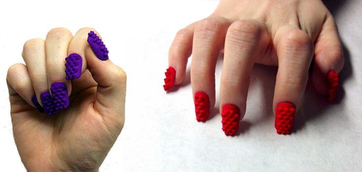 Le duo d'artistes The Laser Girls crée des faux ongles imprimés en 3D