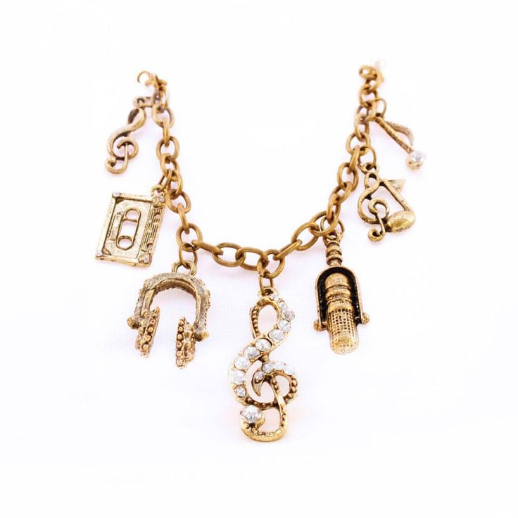 Can't stop that rhythm in your head?  Express your love of music with this cute charm bracelet!  Colour: Bronze. Material: Metal alloy. Price: €6.00