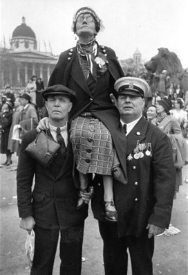 Hats in the photos by Henri Cartier Bresson.  Henri Cartier-Bresson George VI's Coronation,London 1937