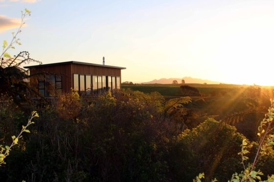 Bookabach site with a range of prices to choose from: Private Luxury Accommodat-New Plymouth-Bach or holiday home