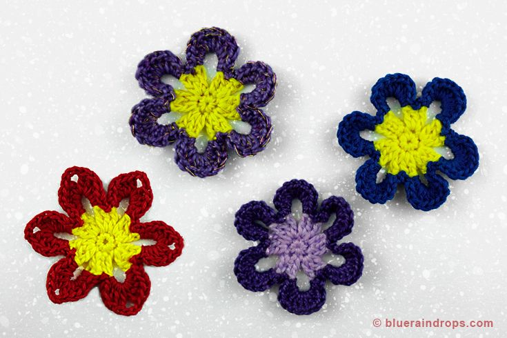 Crocheted flowers,round and pointy petals.See tutorial