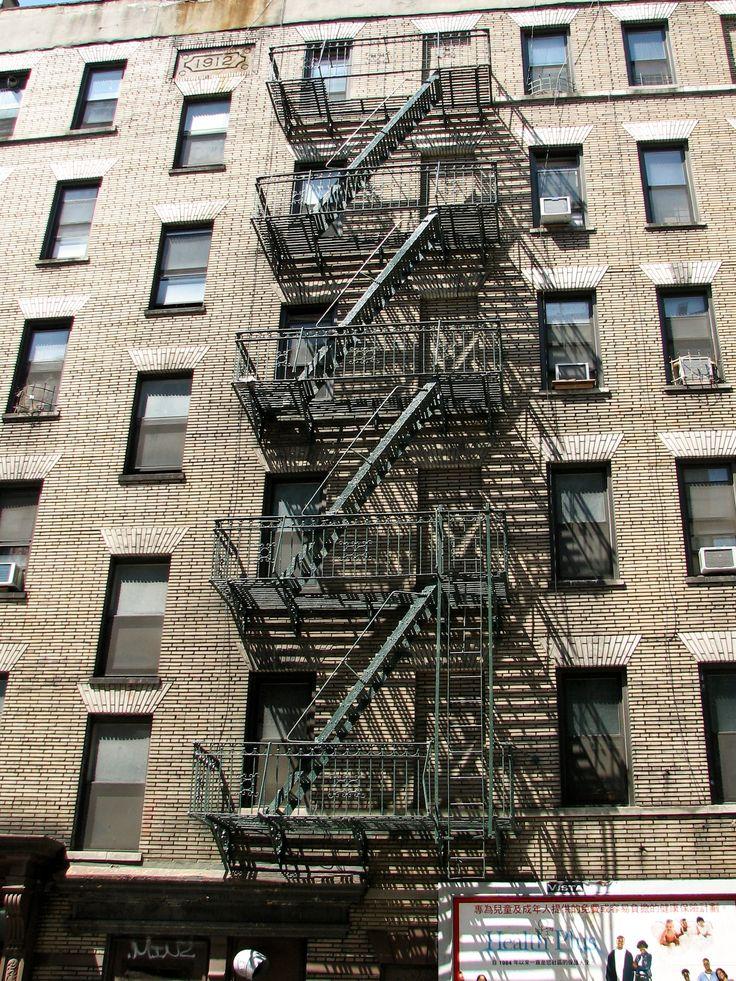 New_York_City_fire_escape.jpg (1828×2438)