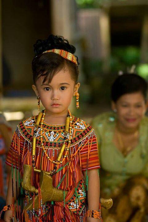 Niña de Indonesia.