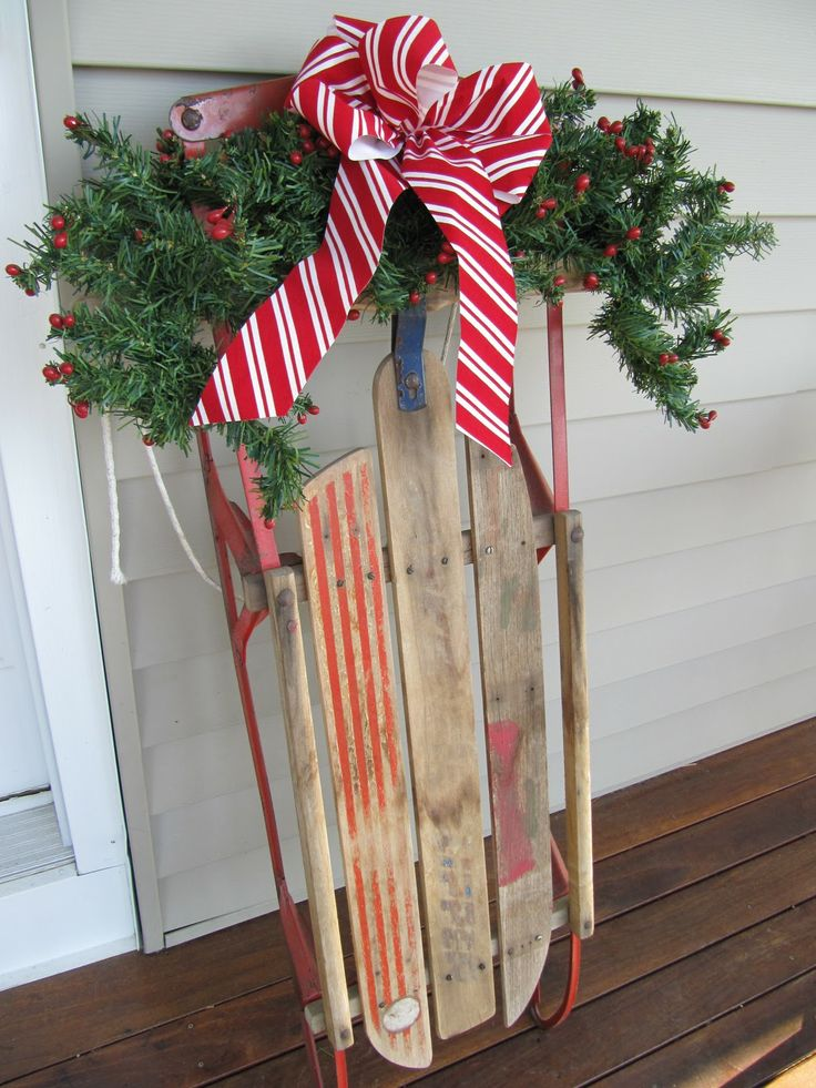 Sew Many Ways...: Christmas Home Tour 2011...Front Door To The Back. So many different theme trees and greenery ideas....beautiful!: Home Tours, Tours 2011 Front, 2011 Front Doors, Christmas Home, Houses Ideas, Holidays Decor, Christmas Decor, Christmas Ideas, Front Porches