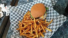 トロント観光ブログ : ハンバーガーを食べるならここ!?