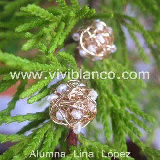 Aretes / Zarcillos de hilo de goldfilled tejido con perlas cultivadas. Curso de Joyería de ViviBlanco