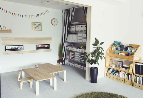 「わが家の子ども部屋は、4畳です。」というOURHOMEブログさんのブログポストをPin。子ども用に家具の高さが低いから、圧迫感がないのも良いのかも。手前にあるラグも気になります。。。✨ #インテリア #子ども部屋 #インテリアデザイン