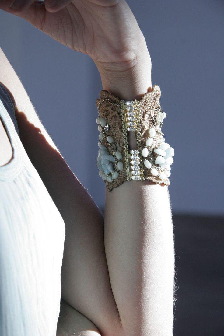 Maxi brazalete victoriano. Precio: 165€