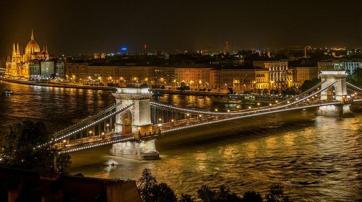 Puente de las Cadenas de #Budapest, el más antiguo que une las ciudades de #Buda y #Pest. http://www.reservarhotel.com/hungria/hoteles-en-budapest/ #turismo #Hungría #hotelesbaratos #reservarhotel #hotelesenBudapest