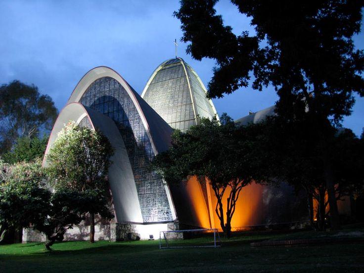 Capilla de Santos Apóstoles del Colegio Gimnasio Moderno. Bogotá1
