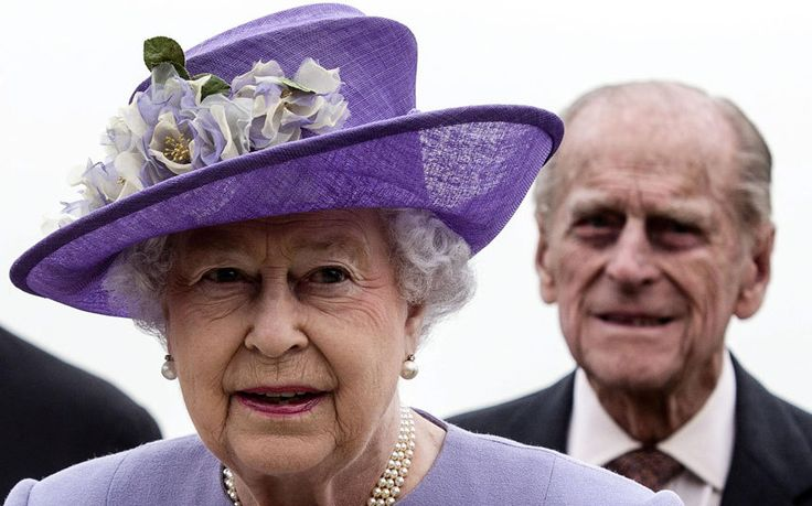 Senior MPs have suggested an intervention from Her Majesty could 'make all the   difference' as a new TNS poll shows the Yes and No campaigns running neck   and neck...Vote Yes!