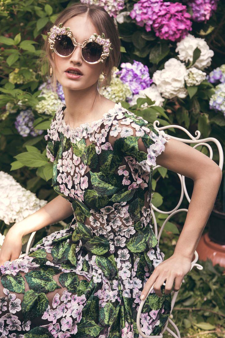 Blending in with the surrounding garden! #DGEyewear #DGOrtensia #DGWomen