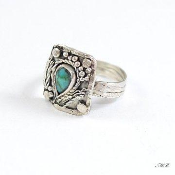 Pierścionek wykonany od podstaw ręcznie ze srebra pr. 925 oraz pięknego, naturalnego turkusu tybetańskiego.