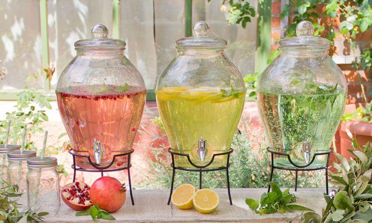 Herzlich Willkommen, liebe Sonne: Eine fruchtige Limonadendusche im feinen Glas verspricht Euch eine erfrischende Abkühlung   Dekotipps