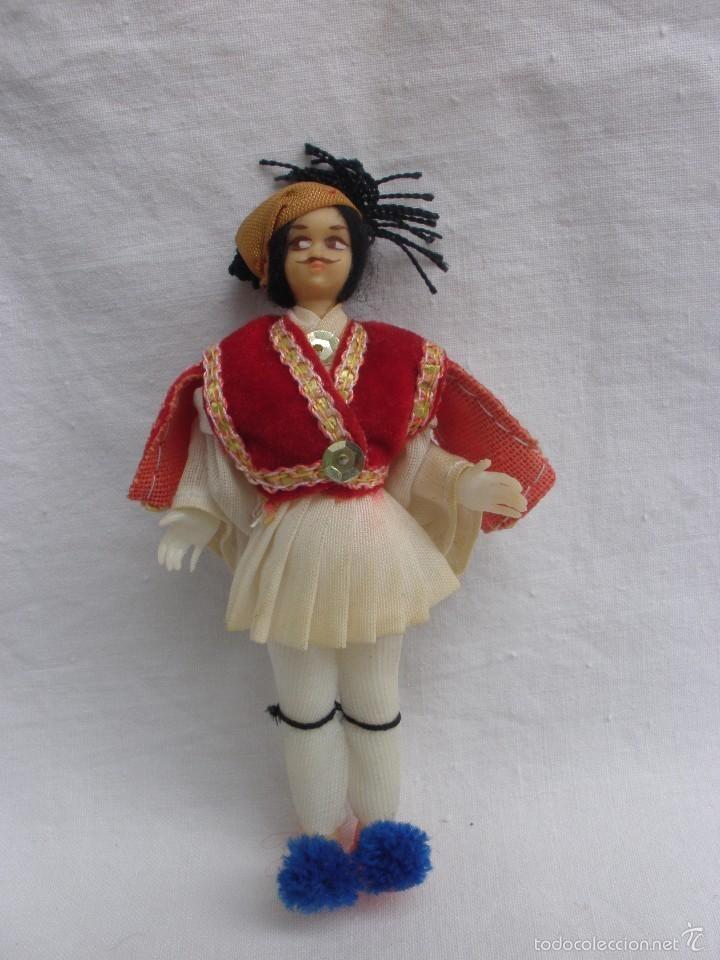Muñeca regional Grecia traje típico de hombre griego años 60 en plástico o celuloide