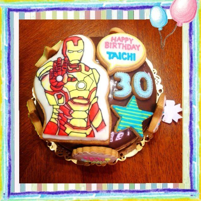 久々のケーキ作りは2連続でした(^◇^;) こちらは、アイアンマンのチョコレートケーキがリクエスト。本当はキャラチョコで作りたかったけど溶けちゃうから、アイシングで!難しかったぜ~アイアンマン!! - 42件のもぐもぐ - アイアンマン☆バースデーケーキ by decocake