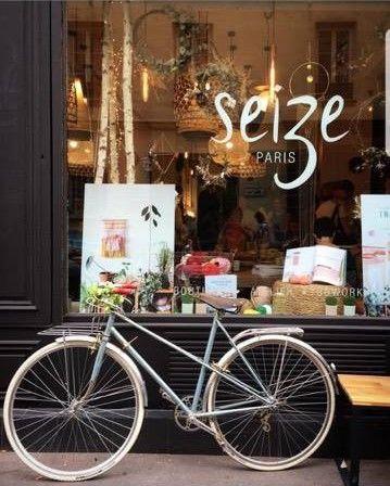 Parisian way of life. Vitrine parisienne Seize Paris, concept store et atelier créatif