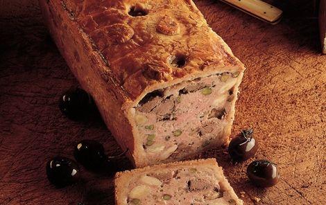 Indbagt paté Indbagt paté er en lækker fransk inspireret opskrift med magert hakket svinekød og velsmagende lammekød. Prøv den.