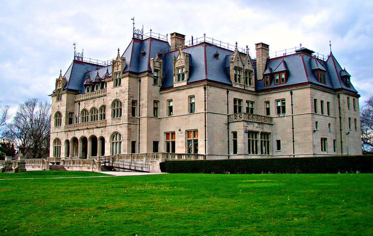 Ochre Court Is A Large Ch 226 Teauesque Mansion In Newport
