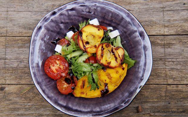Viljattoman Vallaton: Salaattia ja grillattuja hedelmiä