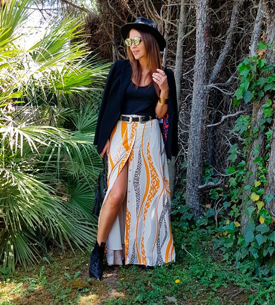 Tras la pista de Paula Echevarría » LONG SKIRT. Black top+white, mustard and black opened long skirt+black booties+black blazer+black tassel crossbody bag+black belt+black hat+sunglasses+gold bracelet. Spring Casual Outfit 2017