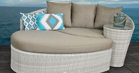 Let dus vooral op de zithoogte, armleuningen en combineer dit met comfortabele tuinkussen waarop je heerlijk zacht zit.