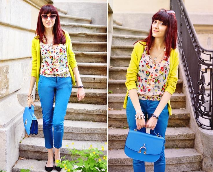 Pantaloni. Albaştri. Răcoroşi. START SHOPPING! http://www.tinar.ro/pantaloni.html    Evelina vă poate inspira în crearea unui look romantic, pentru orele de răsfăţ de după muncă!    Urmăriţi-o pe blogul http://www.thehearabouts.com/2012/04/ciao-ragazze.html