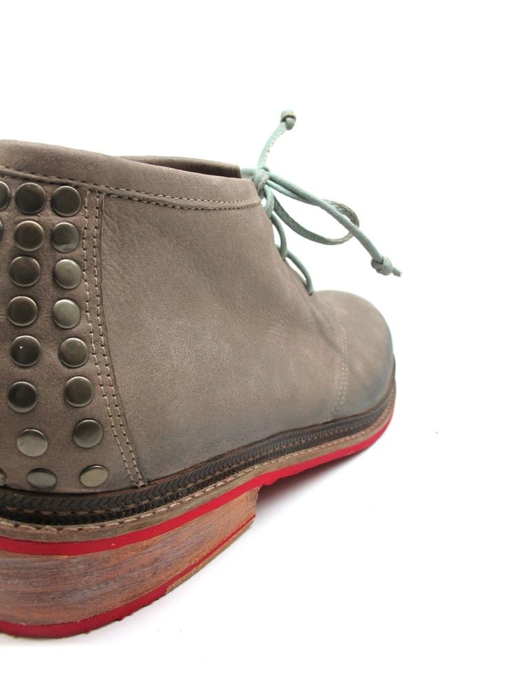 detras de los pasos de mi amor mirando su camino  desifrando su intencion (zapatos para hombre!)