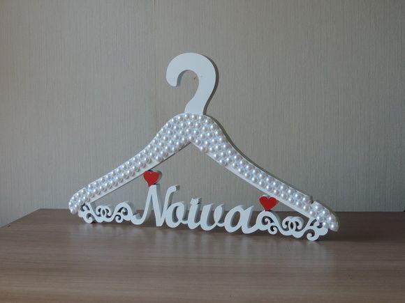Cabide para noiva branco de MDF com coração vermelho!  pode ser com o coração em outras cores! R$ 89,90