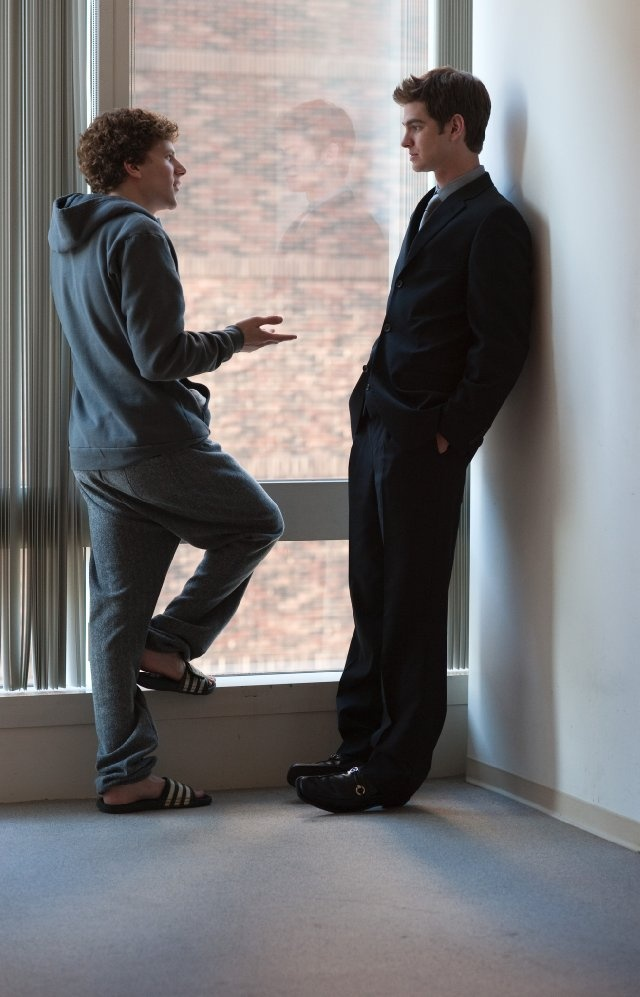 Jesse Eisenberg and Andrew Garfield as Mark Zuckerberg and Eduardo Saverin in The Social Network