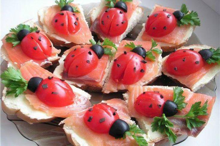 Tramezzini di primavera: perfetti da servire come antipasto o in occasione di una festa in famiglia o per un buffet. Perfetti da preparare in anticipo.