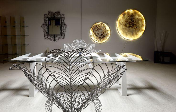 Le creazioni di Judith Byberg insieme alle sedute scultoree di Anacleto Spazzapan e al tavolo Chiglia di Giuliano Ricciardi presso lo Spazio TID