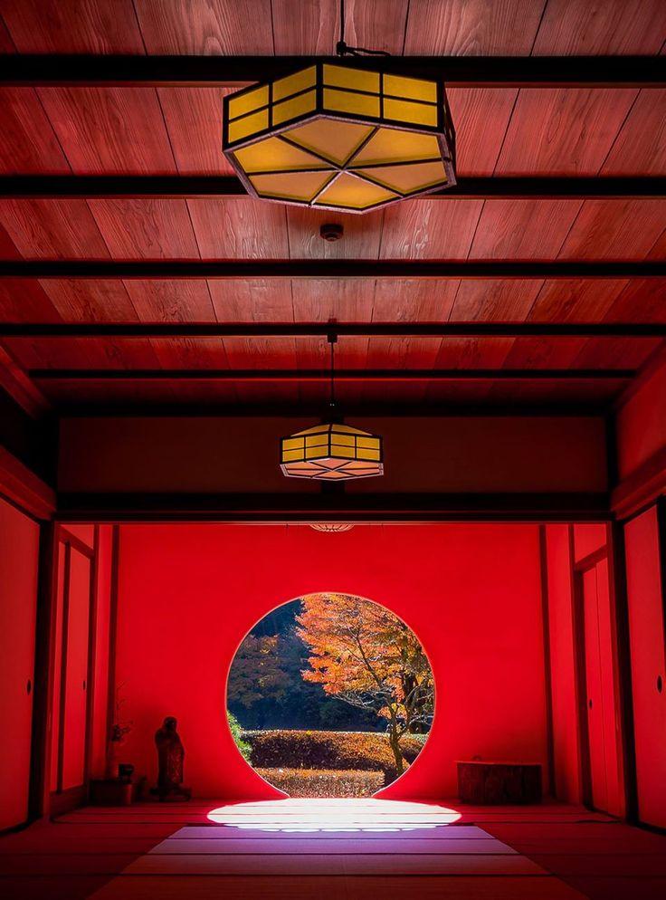 晩秋の円窓 ※2013年撮影