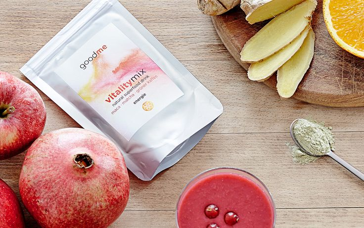 Super Smoothie recipe from Ursula Karven, filled with energy with pomegranate, melon, blueberries, strawberries and our vitalitymix powder, a natural superfood mix from goodme!