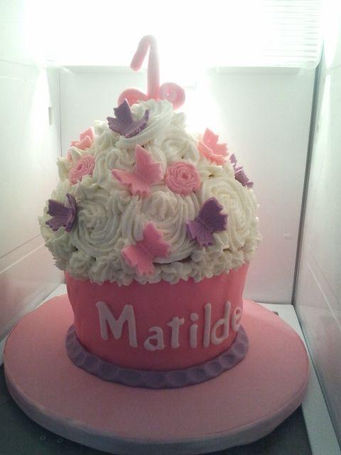 Giant Cupcake ready for smash cake - Lovely